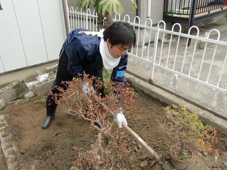 田邊一城 宮城気仙沼市で一人で暮らす高齢女性の方の自宅の泥かき